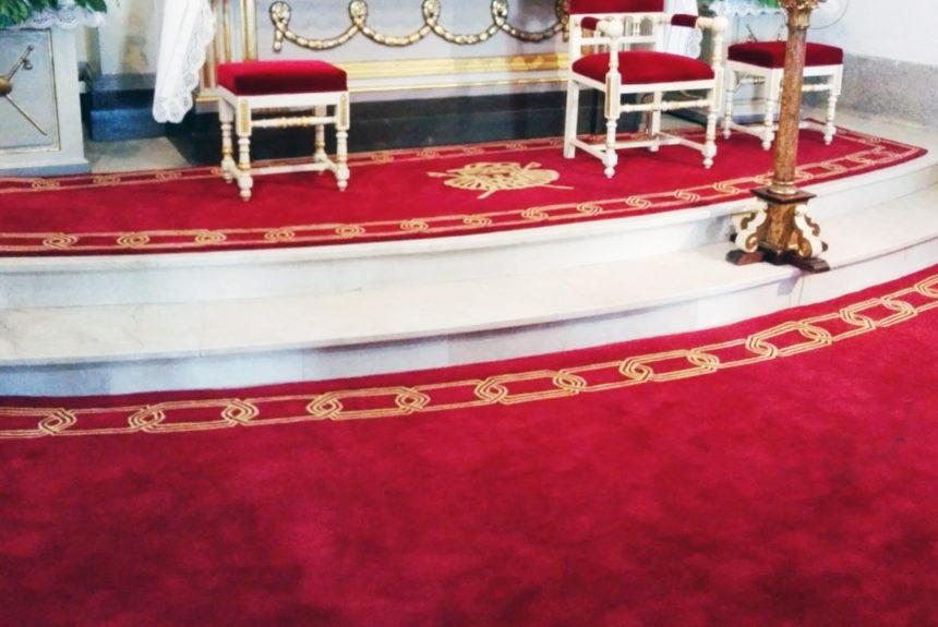 El Santuario de la Virgen Peregrina luce preciosas alfombras confeccionadas a mano